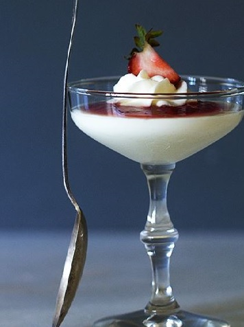Vanilla Panna Cotta with Strawberry Sauce