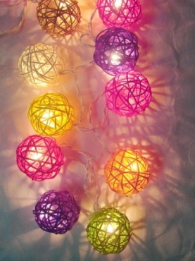 Mixed colour rattan ball